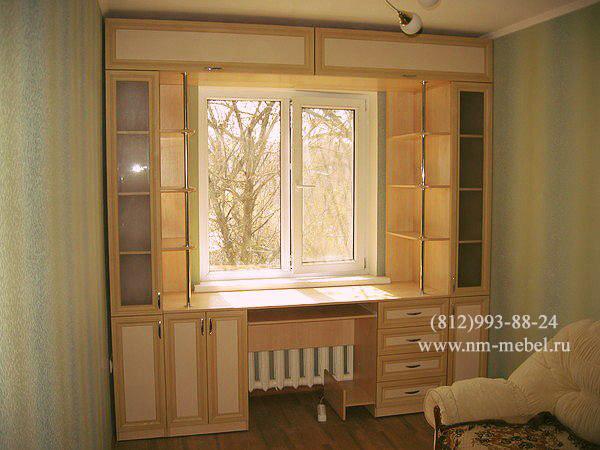 Шкафы вокруг окна фото